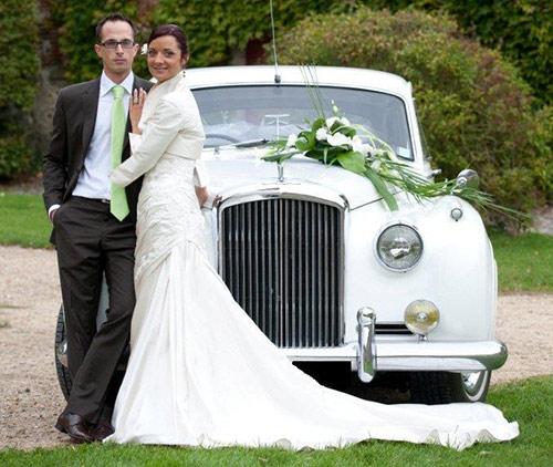 mariage au chteau de neuville gambais 78 yvelines mariage en anciennes - Louer Voiture Ancienne Pour Mariage